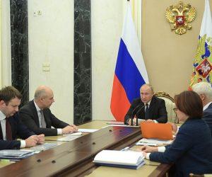 Путин поручил сделать более ощутимым рост заработных плат и доходов россиян