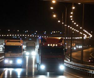Более 700 грузовиков проехало по Крымскому мосту за первые 8 часов