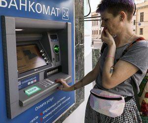 Телефоном по банкомату: снять деньги можно будет с помощью смартфона
