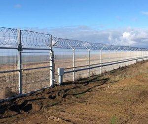В Крыму возвели заграждение на границе с Украиной