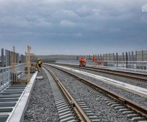 На железнодорожной части Крымского моста установили шумовые экраны