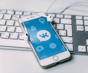 Во «ВКонтакте» произошёл массовый сбой — злоумышленники спамят одинаковой рекламой
