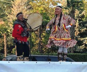 На ялтинской набережной впервые прошел кочующий фестиваль «Манящие миры. Этническая Россия»