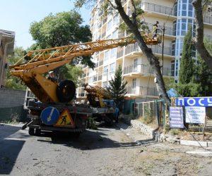 В Ялте продолжается плановый ремонт уличного освещения