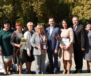 Ялтинским педагогам вручили награды по случаю Дня учителя