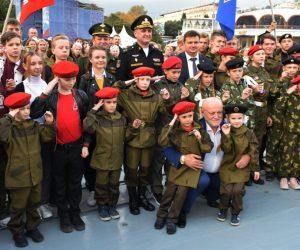 В преддверии Дня моряка-надводника в Ялте прошла военно-патриотическая акция «Нет выше чести Родине служить»