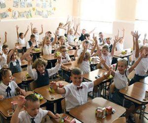 С дистанцией и в классах: как в Крыму пройдут линейки 1 сентября