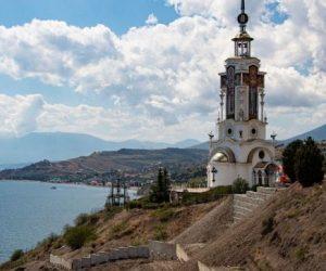 Храм-маяк под Алуштой перестанет сползать в море