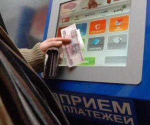 В России запретили пополнять анонимные электронные кошельки наличными. Под раздачу попали и транспортные карты