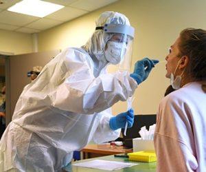 Россиянам предрекли более тяжелое течение коронавируса осенью