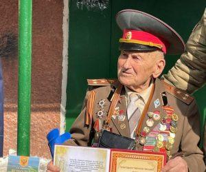 Ветерана Великой Отечественной войны Анатолия Сотникова поздравили с 97-м Днём рождения