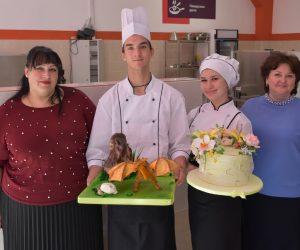 Студенты Ялтинского экономико-технологического колледжа стали победителями конкурса по декоративному кондитерскому искусству Cake International Junior
