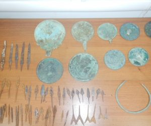 Сотрудники Крымской таможни предотвратили незаконный вывоз на Украину более 80 артефактов