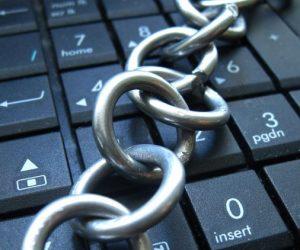Роскомнадзор протестировал оборудование для массовой блокировки DNS-сервисов Google и Cloudflare